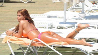 Tuğçe Özbudak Turuncu Bikinisiyle Cesur Pozlar Verdi