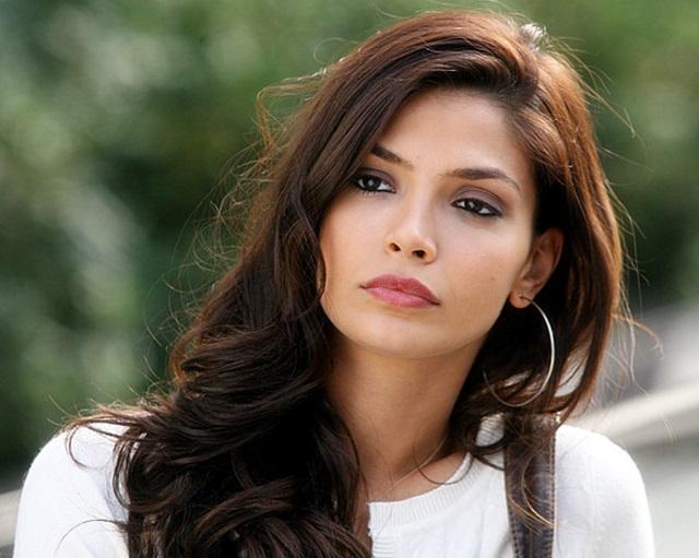 Güzel türk oyuncu ve model olan Eda Özerkan'ın hd foto galerisini görüntülemek için tıklayın.