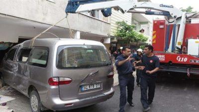 Minibüs Eve Daldı İki Çocuk Hayatını Kaybetti
