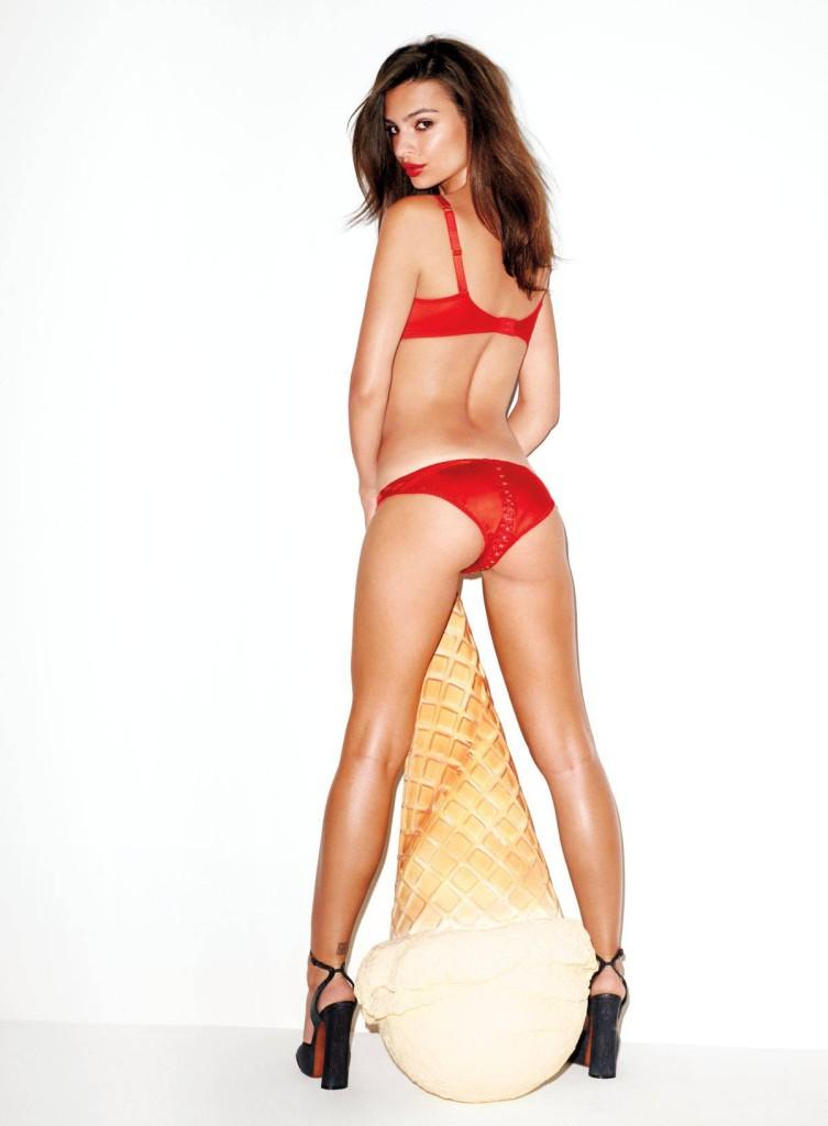 Başarılı ve güzel model Emily Ratajkowski sexy kırmızı iç çamaşırları ile çok cesur pozlar verdi. HD foto galeriyi görüntülemek için buraya tıklayın.