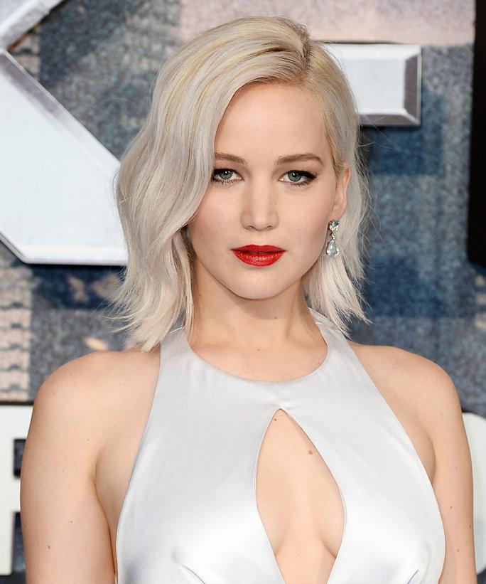 Başarılı ve güzel oyuncu Jennifer Lawrence iCloud hesabından çalınan çıplak pozlarının yayınlanmasıyla magazin dünyasını derinden sarstı.