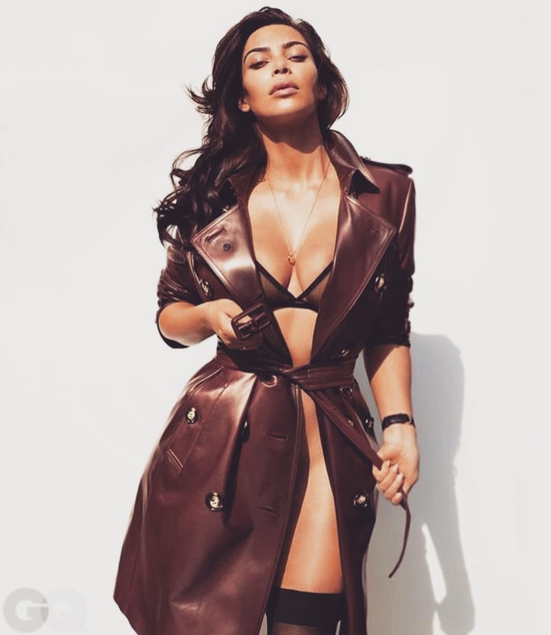 Dünyaca ünlü top model Kim Kardashian bir giyim firması için sexy kıyafetleri ile çok cesur pozlar verdi. Foto galeriyi görüntülemek için buraya tıklayın.