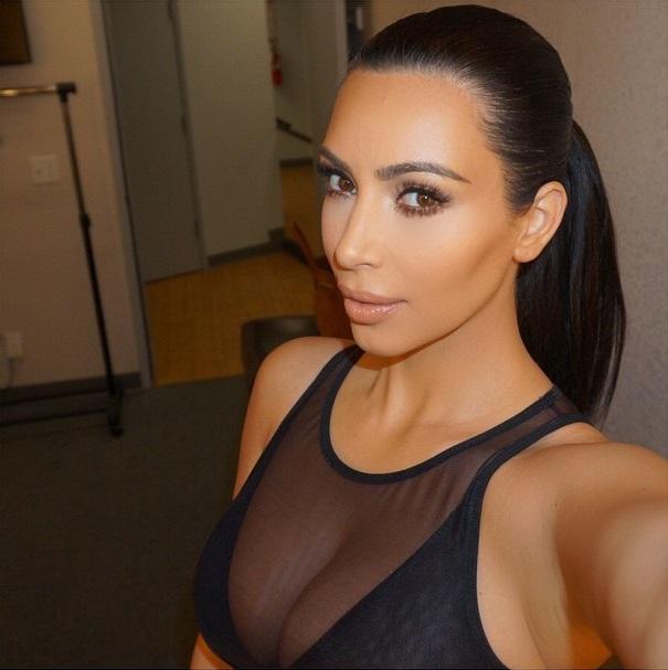 Başarılı model Kim Kardashian sosyal medya hesabından göğüslerinin ön planda olduğu sexy cesur paylaşımlarına devam ediyor. Galeri için tıklayın.