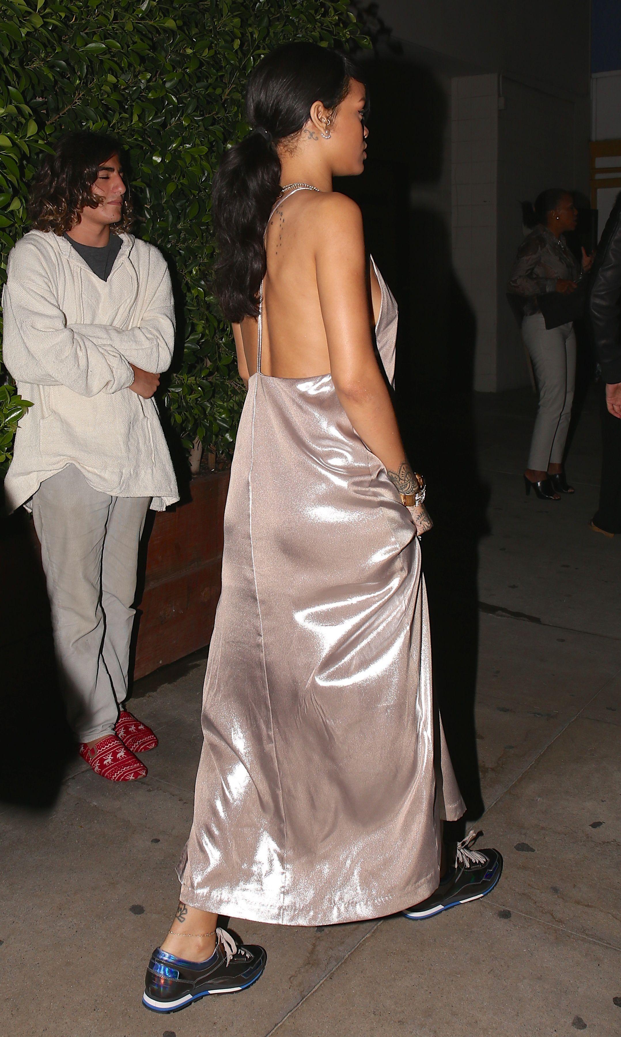 Başarılı şarkıcı Rihanna yine sexy giyimi ve güzel fiziği ile tüm dikkatleri üzerine çekmeyi başardı. Foto galeriyi görüntülemek için buraya tıklayın.