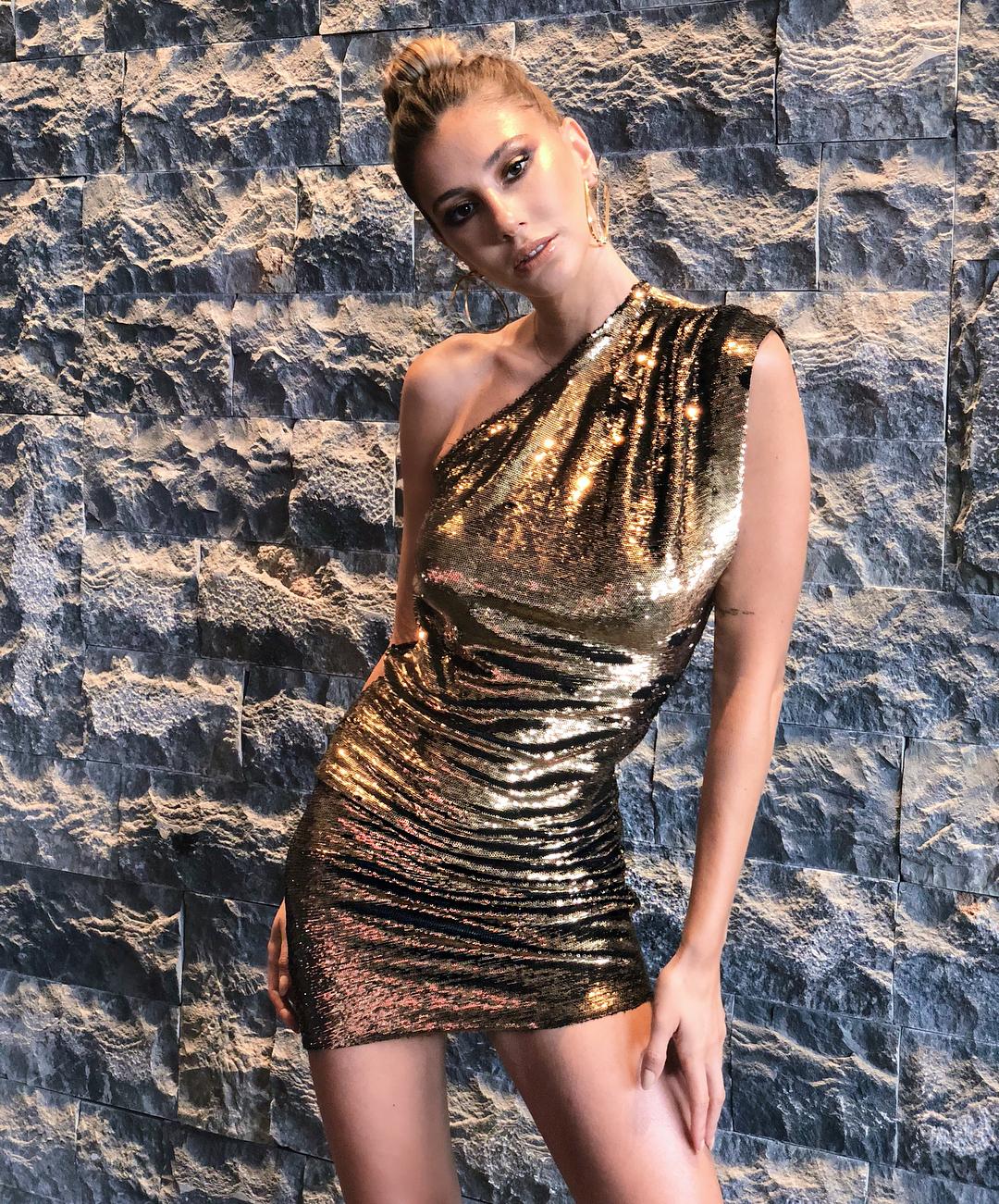 Güzel sosyal medya fenomeni Şeyma Subaşı sexy elbisesiyle çok şık görünüyor. Türkiye'nin en güzel fizikli kadınlarının HD fotoları için buraya tıklayın.