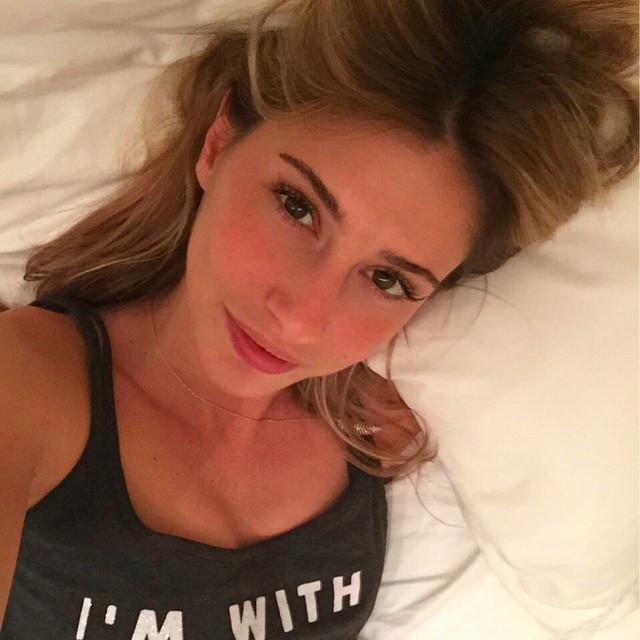 Güzel moda tasarımcısı Şeyma Subaşı'nın yatakta sexy paylaşımları yok artık dedirtti. Türkiye'nin en seksi ünlü kadınlarının erotik pozları bu sitede.
