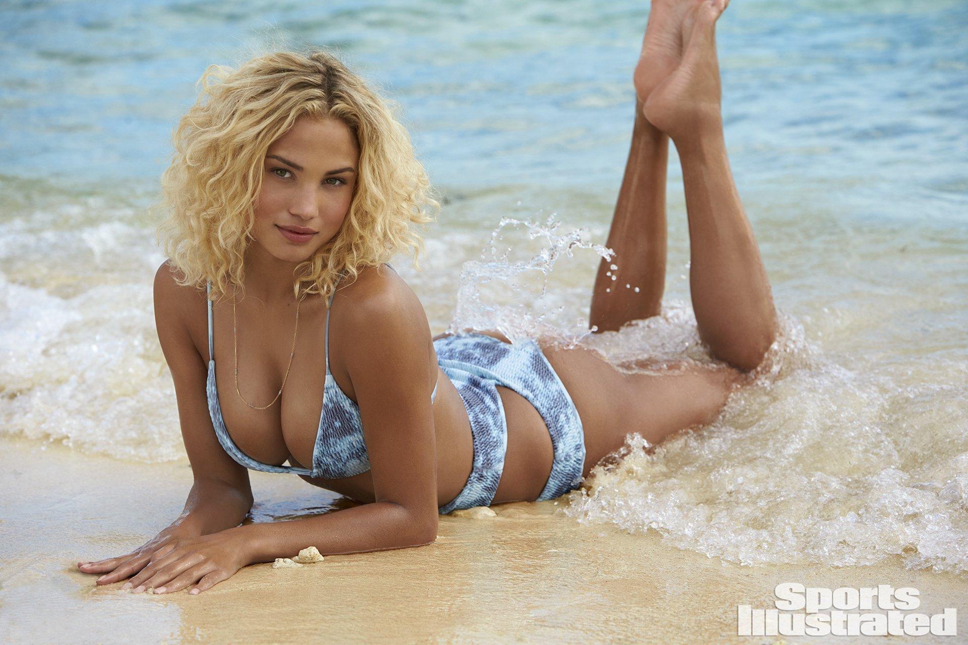 1994 doğumlu güzel model Rose Bertram Amerikan spor dergisi olan Sports Illustrated için sexy mayo ve bikinileriyle çok cesur pozlar verdi.