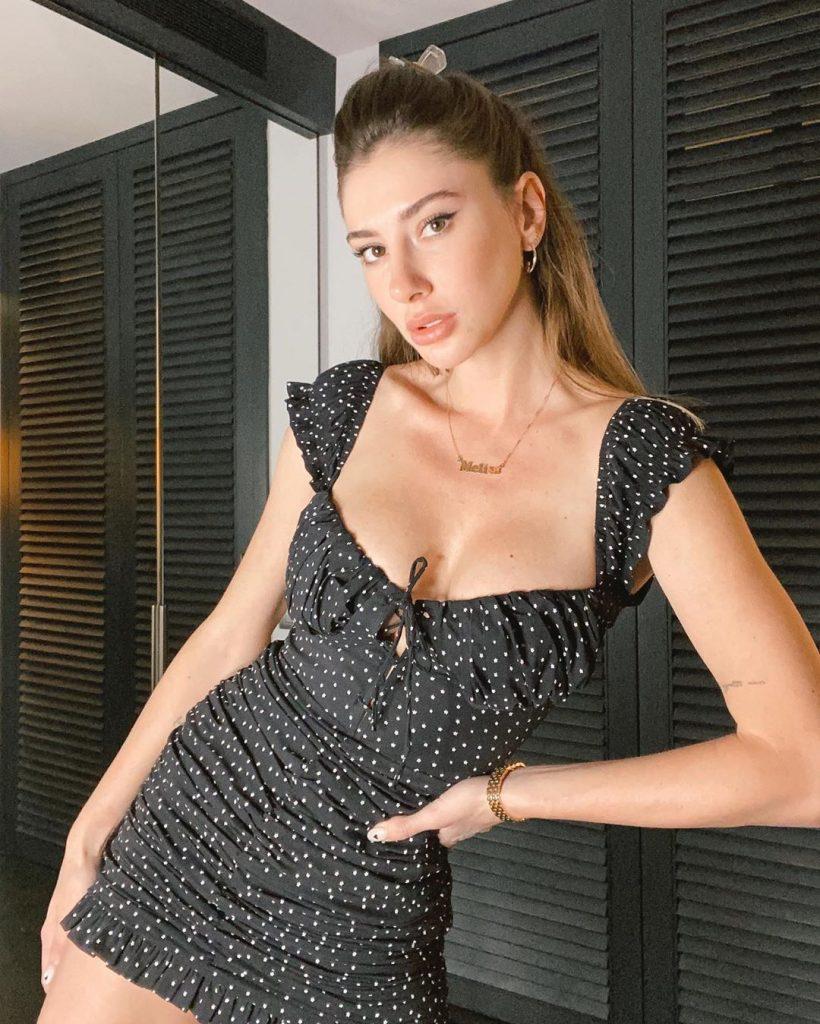 Şeyma Subaşı seksi Instagram pozlarıyla nefes kesiyor. En sexy ünlü kadınların HD fotoları bu sitede tıklayın.